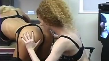 Bust slim blonde spreads her ass and gets it licked by skiny girl