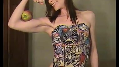 Melissa crushes an Apple with her biceps