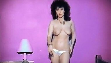 COOL FOR CATS - British jiggly tits strip dance tease